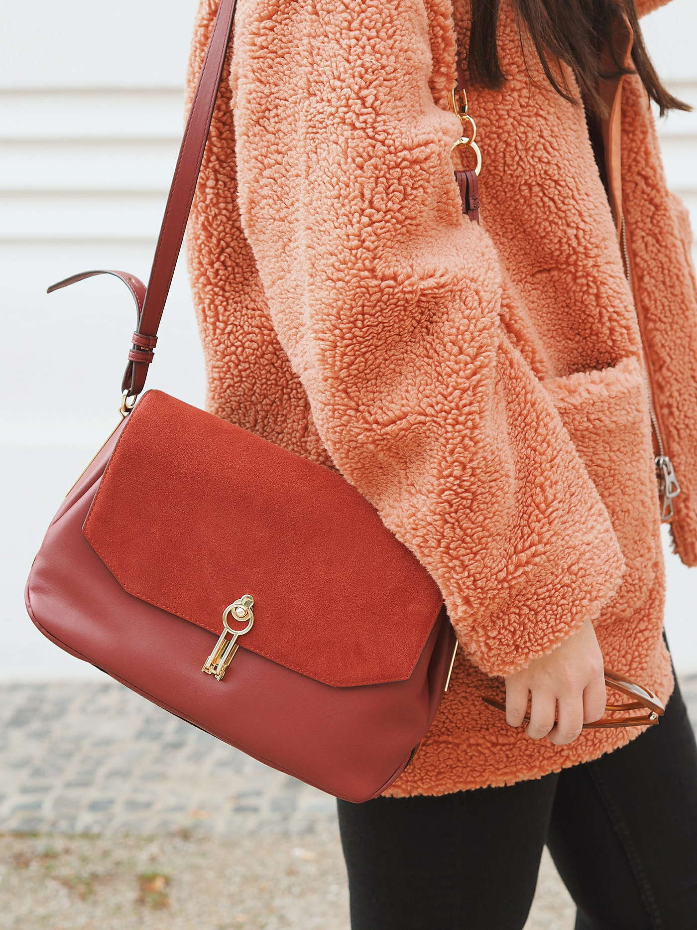 orange-teddy-coat-weekday-outfit-julia-carevic