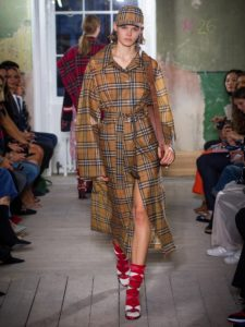 burberry-coats-spring-summer-2018-collection-julia-carevic