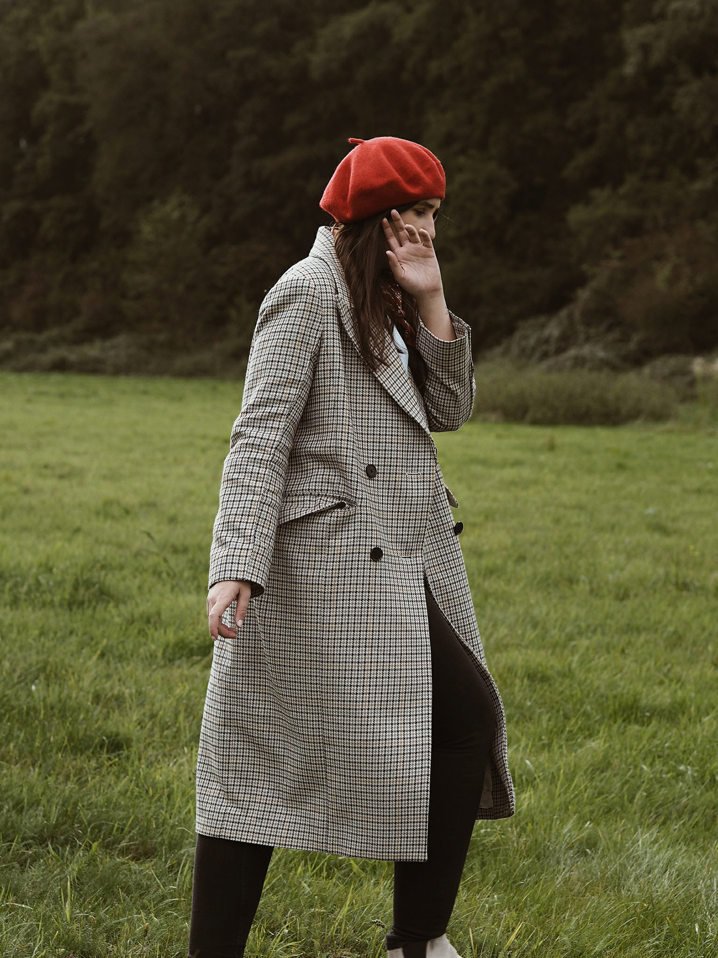 red-beret-hm-trend-plaid-coat-outfit-julia-carevic