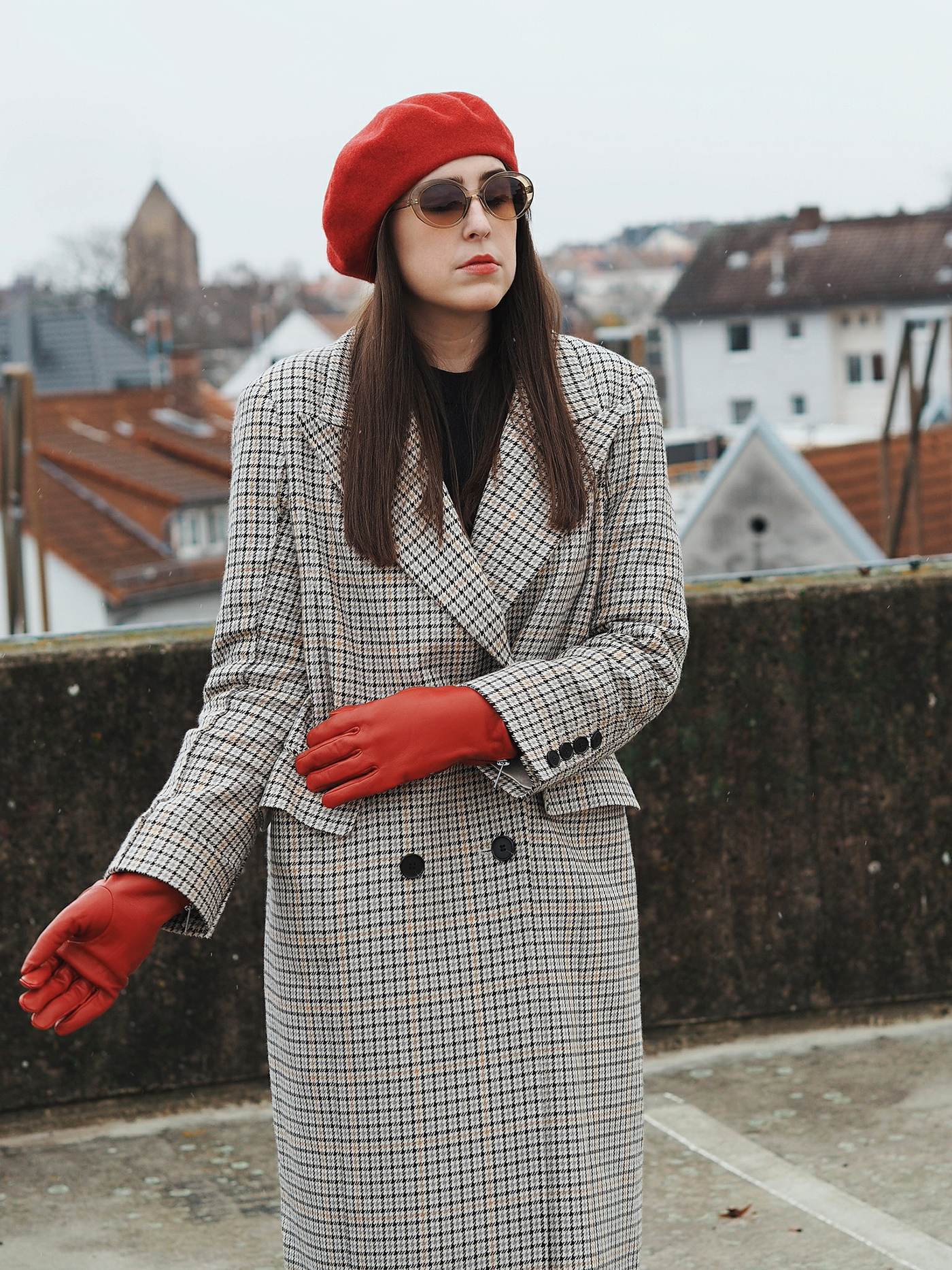 somewhere-nowhere-plaid-coat-red-beret-outfit-look-hm-trend-julia-carevic