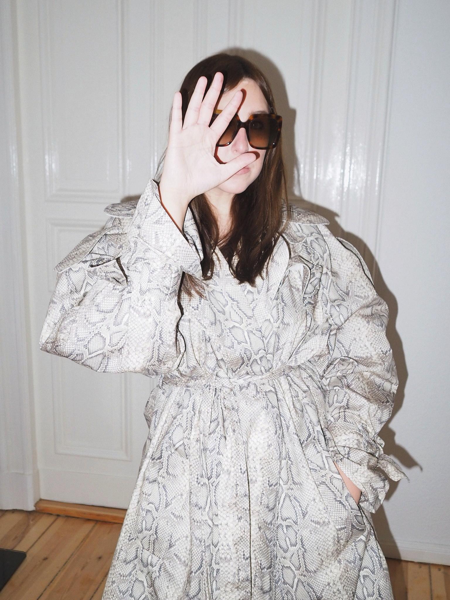 trenchcoat-snake-awake-mode-julia-carevic